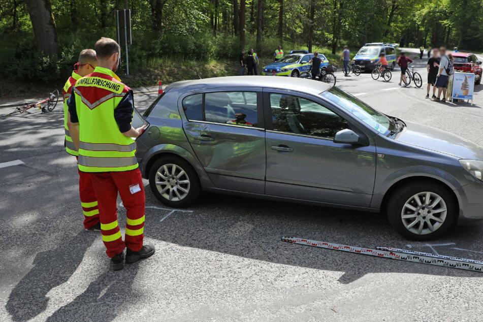 Dresden: Unfall an der Heidemühle: Radfahrer kracht in Opel