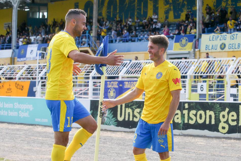 Maik Salewski (rechts), hier von Djamal Ziane beglückwünscht, erzielte den Führungstreffer zum 1:0.