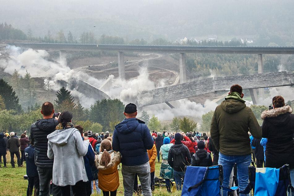 Riesige Brücke gesprengt: 340 Meter der A45 in Schutt und Asche gelegt!