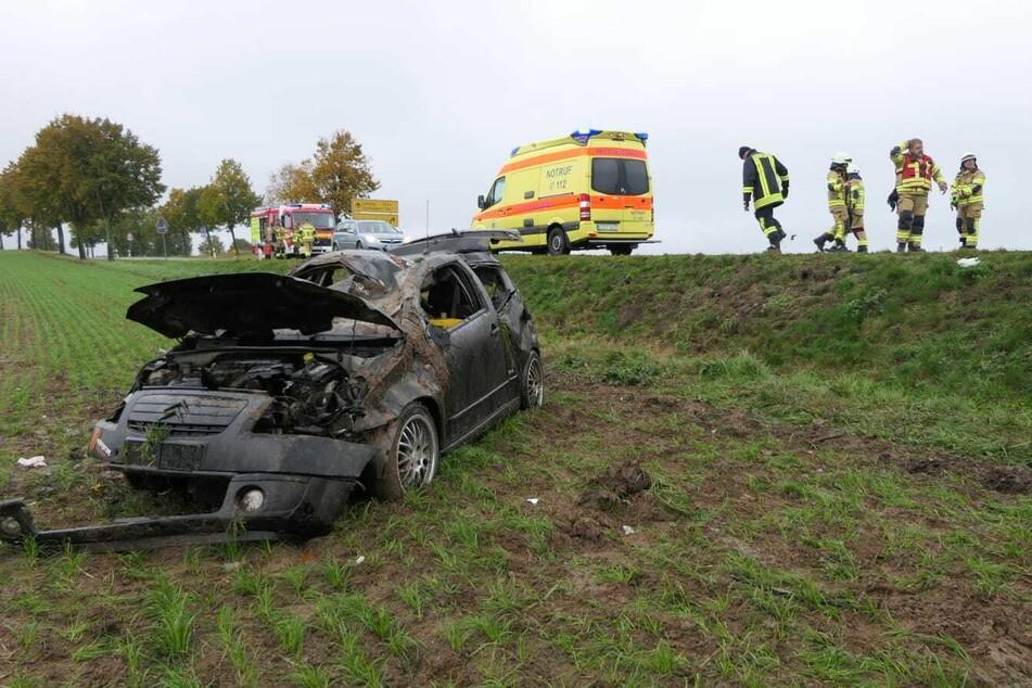 Aus diesem Wrack konnte sich der Unfallfahrer offenbar noch selbst befreien.