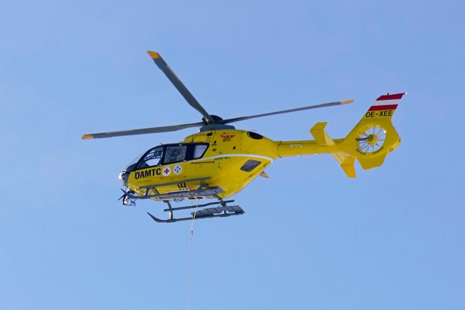 Ein Notarzt wurde per Hubschrauber eingeflogen, konnte aber nur noch den Tod der Frau feststellen. (Symbolbild)