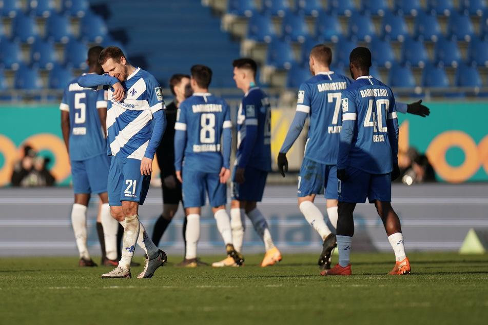 Die Kicker des SV Darmstadt 98 waren nach der 1:2-Pleite gegen Hannover 96 sichtlich bedient.