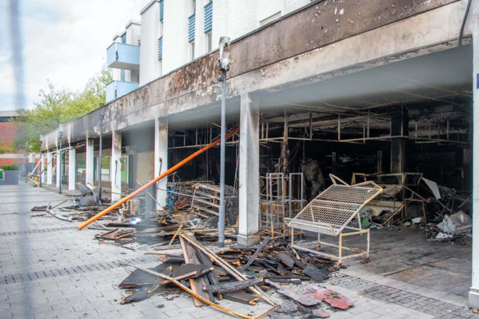 Bei den Anschlägen in Waldkraiburg wurde auch dieses türkische Geschäft völlig zerstört. (Archiv)