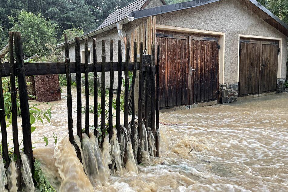 In Oeslnitz (Vogtland) standen Grundstücke unter Wasser.