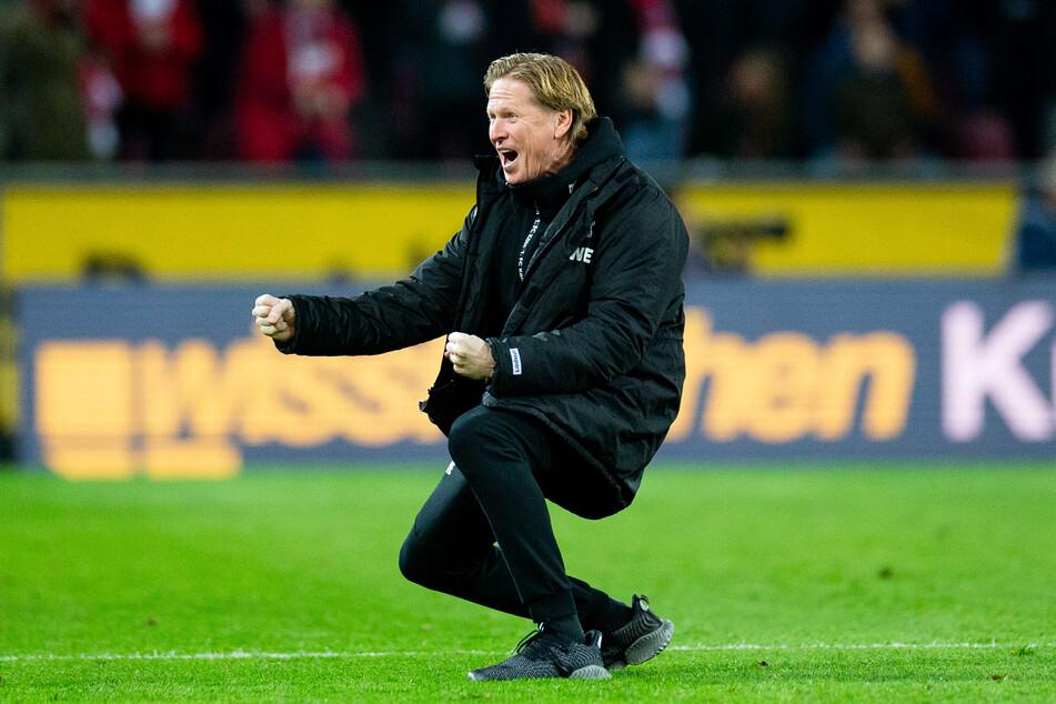 FC-Trainer Markus Gidsol jubelt nach dem 3:0 gegen den FC Schalke 04 am 29. Februar 2020.