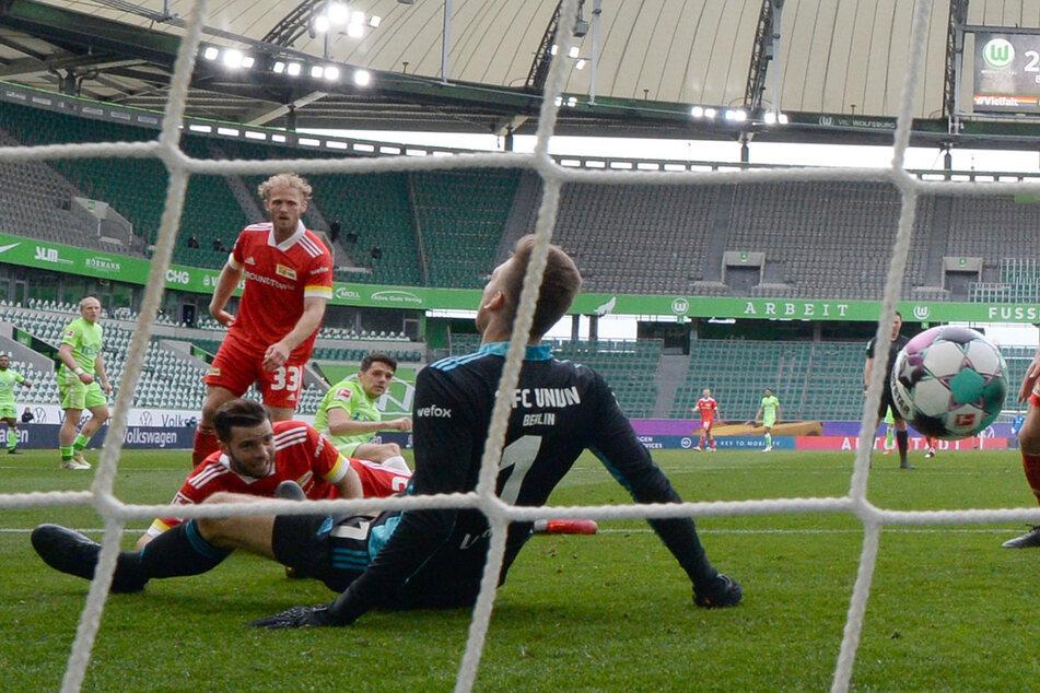 Nix zu halten für Union-Keeper Andreas Luthe (33). Wolfsburg Josip Brekalo erzielt mit seinem Hattrick den 3:0-Endstand.