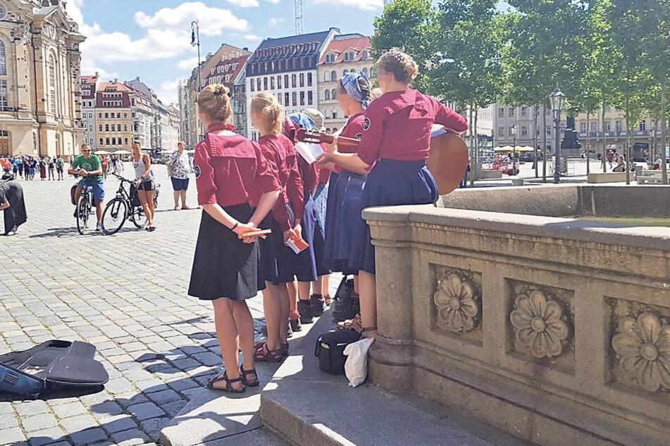 Der neurechte Freibund sang auf dem Neumarkt Volkslieder.