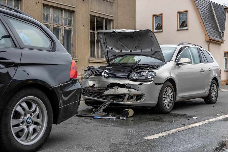 In Lengenfeld ist am Mittwoch ein VW auf einen BMW aufgefahren, der dann auf einen Mercedes geschoben wurde und der Mercedes schließlich auf einen Seat.