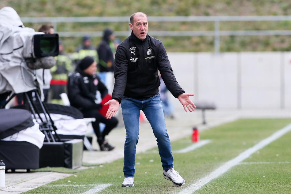 Klare Ansage, klarer Auftrag: FSV-Coach Joe Enochs hat seiner Mannschaft vor der Partie gegen Uerdingen eine Punkteziel vorgegeben.