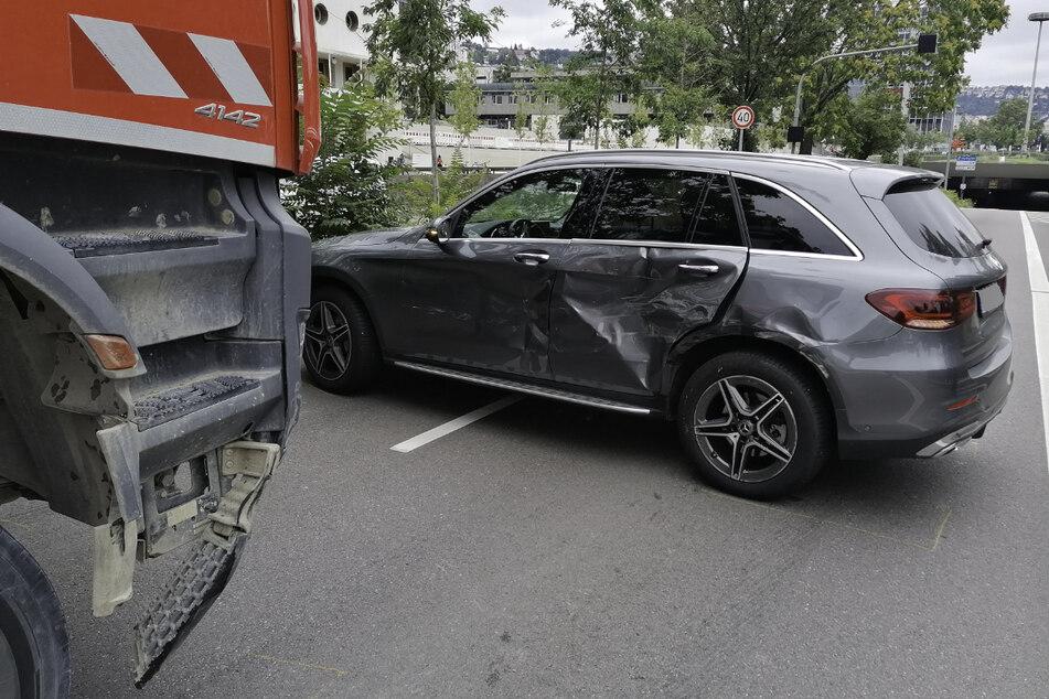 B14 in Stuttgart nach schwerem Unfall gesperrt