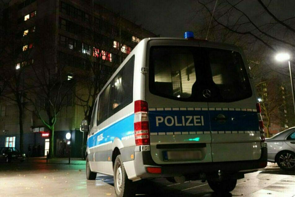 In einem Wohngebiet fand die Polizei den schwer verletzten Mann. (Symbolbild)