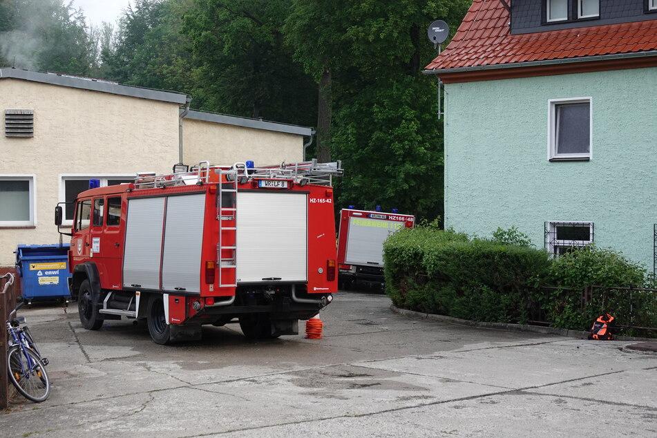 Die Kripo ermittelt wegen des brennenden Dachstuhls einer Asylunterkunft in Sachsen-Anhalt.