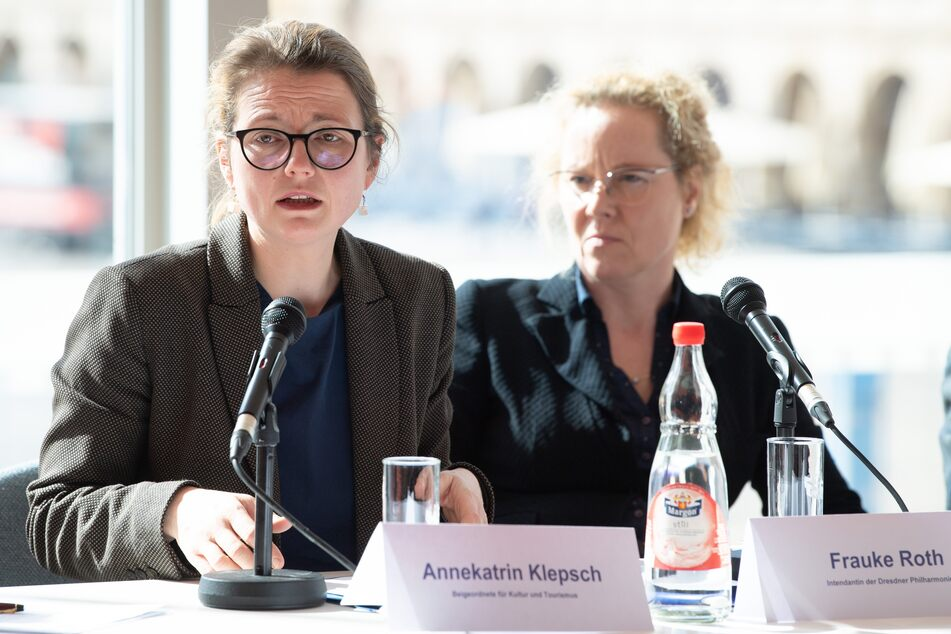 Kulturbürgermeisterin Annekatrin Klepsch (43, Linke, l.) findet klare Worte.