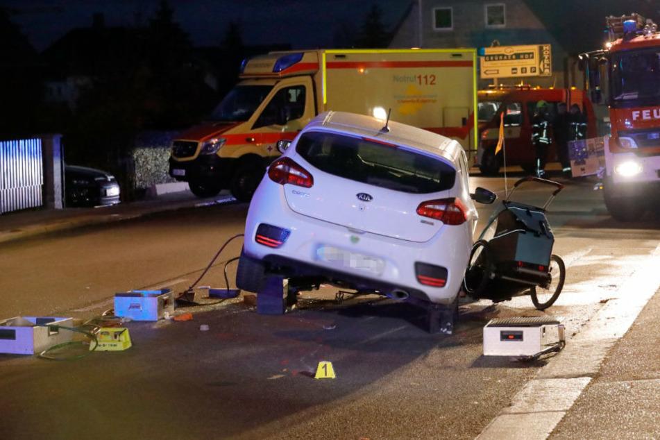 Schwerer Unfall in Chemnitz: Auto erfasst Fahrradfahrerin mit Babyanhänger
