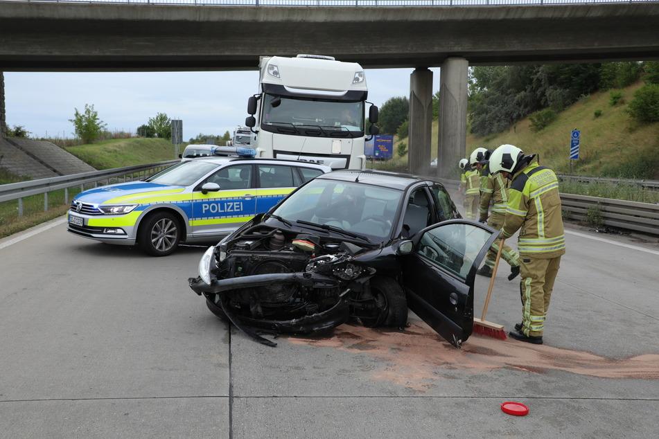 Der völlig zerbeulte Peugeot 206. An ihm entstand ein Totalschaden.