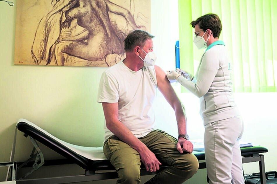 Impfen beim Hausarzt: Die Landesärztekammer weist Kritik zurück.