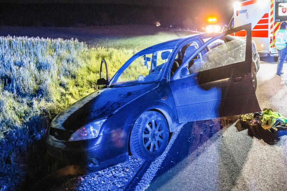Betrunkener Autofahrer baut Unfall: Kurz vor der Fahrt ins Krankenhaus zückt er plötzlich ein Messer