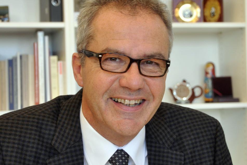 Der Rechtswissenschaftler Georg Hermes. Er hält die aktuelle verfassungsrechtliche Kritik am Corona-Regelwerk für teilweise übertrieben.