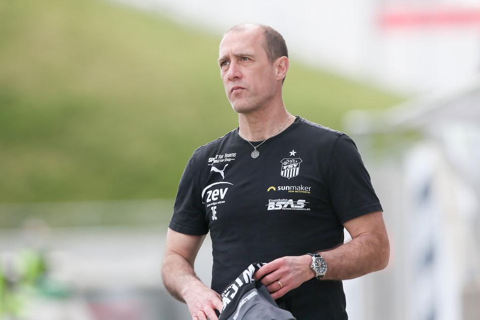 FSV-Coach Joe Enochs (49) hofft, dass seine Mannschaft am Sonnabend in Magdeburg nicht nur - wie zuletzt gegen Viktoria Köln - gut spielt, sondern sich dann auch mit Punkten belohnt.