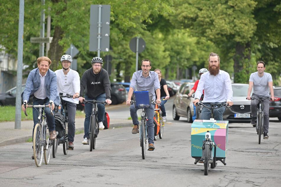 Testfahrt auf dem Lieblingsradweg der Chemnitzer: Baubürgermeister Michael Stötzer (47, l.) war dabei.