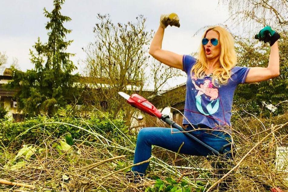 """Sonya Kraus ist die """"Königin der Kettensäge"""", da geraten ihre Fans ins Schwärmen"""