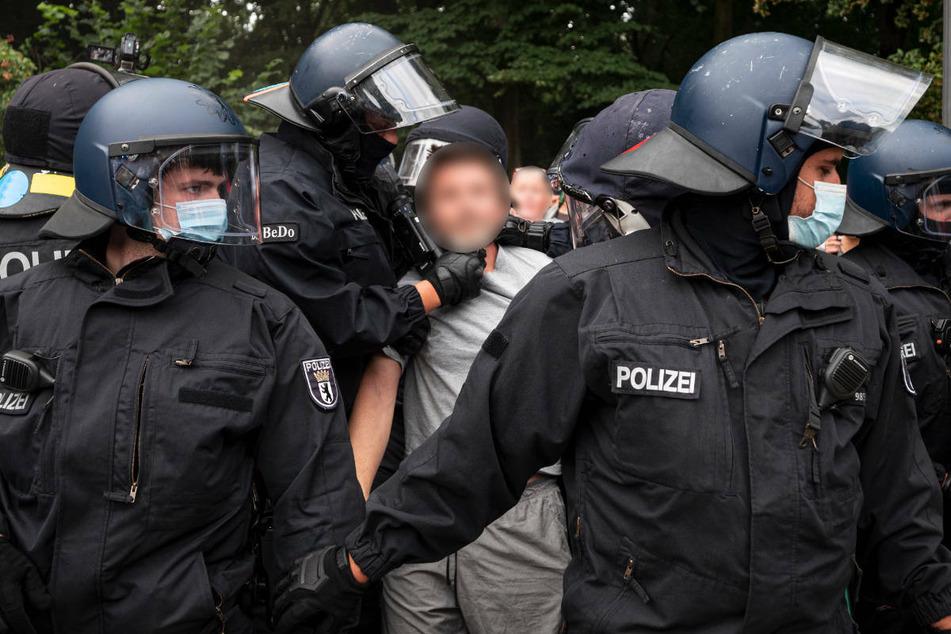 Berlin: Kiez-Demonstration in Schöneberg eskaliert: Angriff auf Polizei