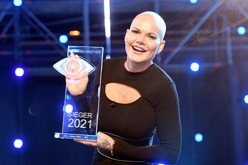 Viele Haare ärmer, aber um den nächsten TV-Titel reicher: Melanie Müller.