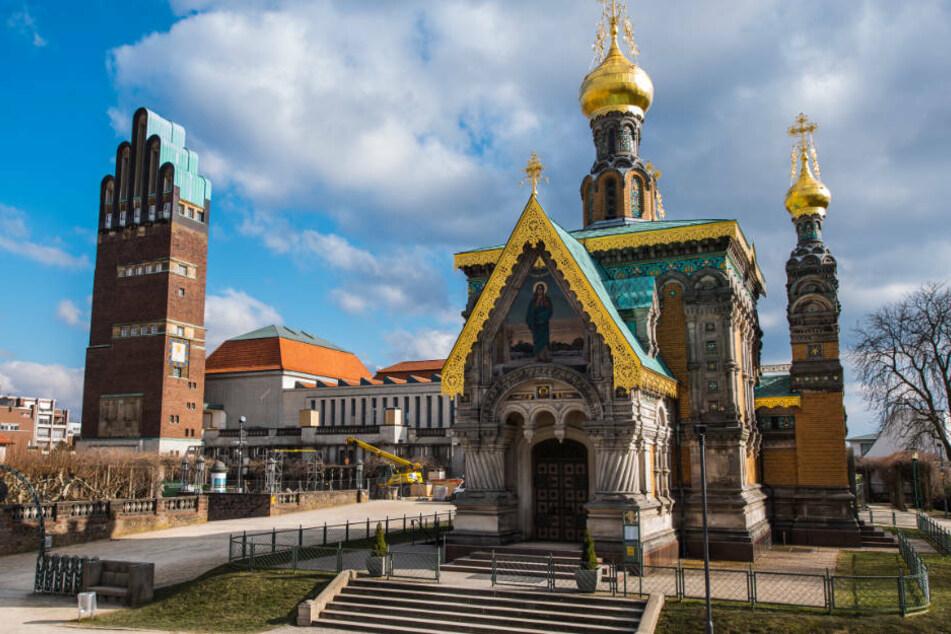 Die Russische Kapelle, das Ausstellungsgebäude und der Hochzeitsturm stehen auf der Mathildenhöhe (v.r.).
