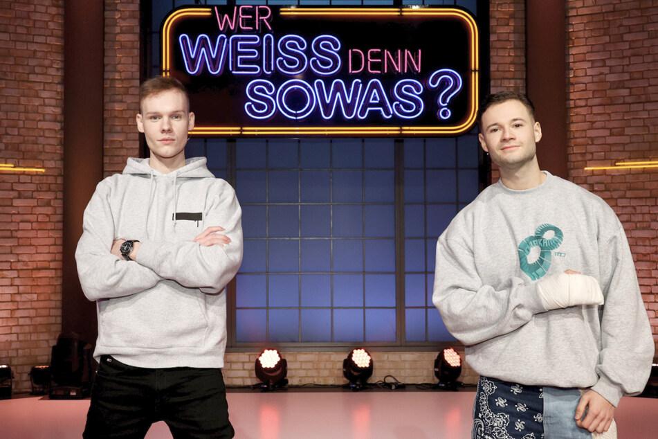 """Die YouTuber Sascha Hellinger (26, unsympathischTV, l.) und Nicolas Lazaridis (26, inscope21) traten am Dienstag bei der ARD-Quizshow """"Wer weiß denn sowas?"""" als Kandidaten gegeneinander an."""