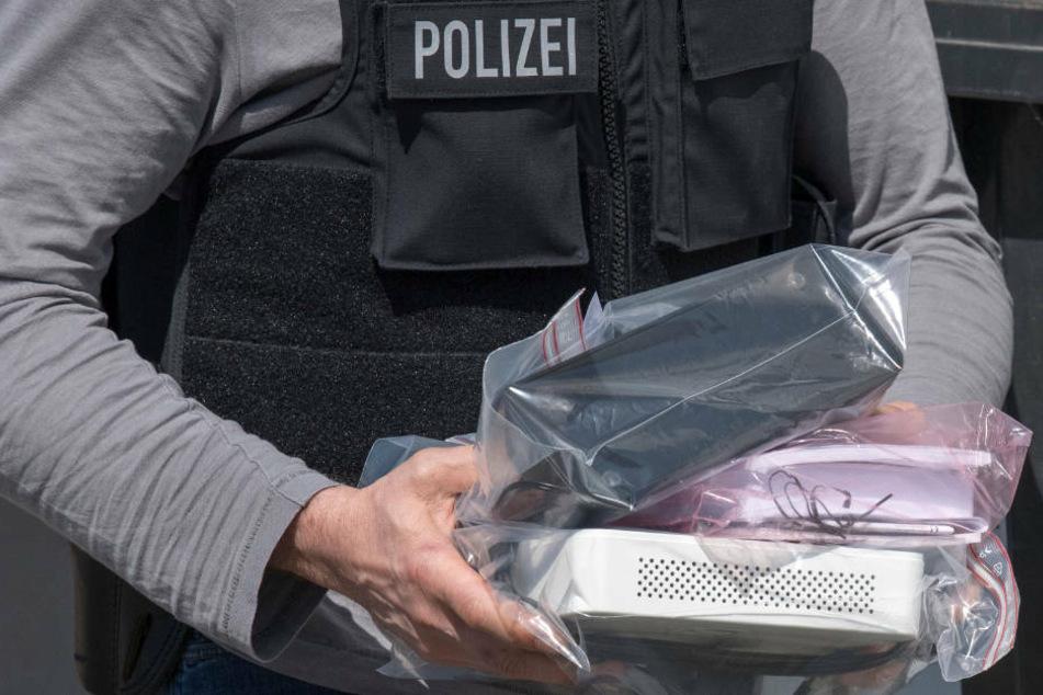 Hessische Ermittler haben die Wohn- und Geschäftsräume von drei mutmaßlichen Bandenmitgliedern durchsucht. (Archivbild)