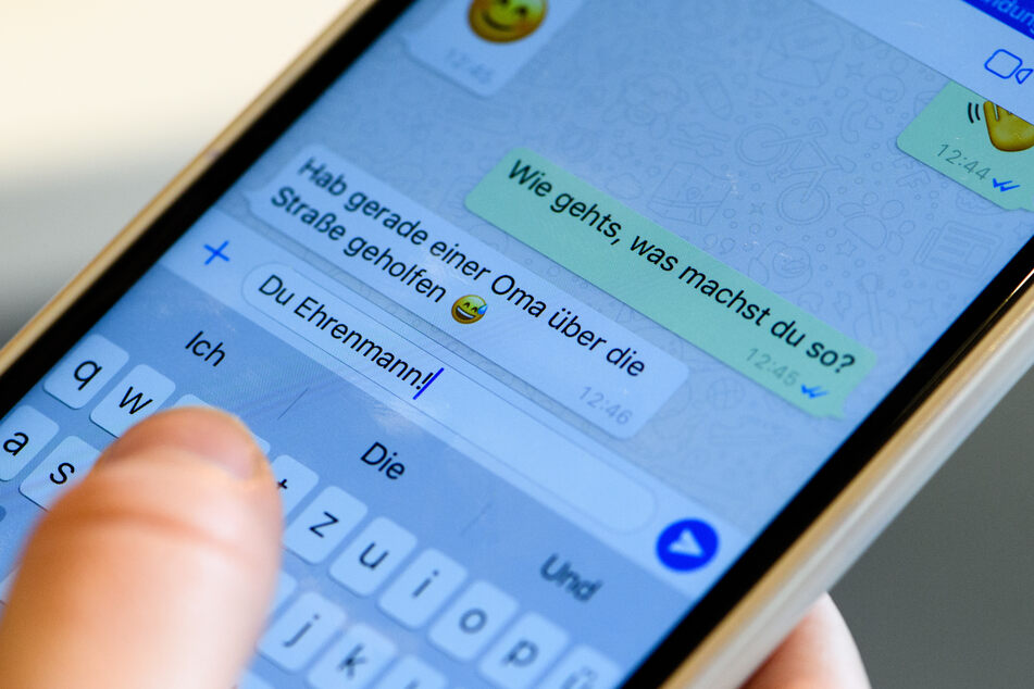 Die zwei kleinen, blauen Häkchen unter jeder WhatsApp-Nachricht tauchen nur auf, wenn Ihr das wollt.