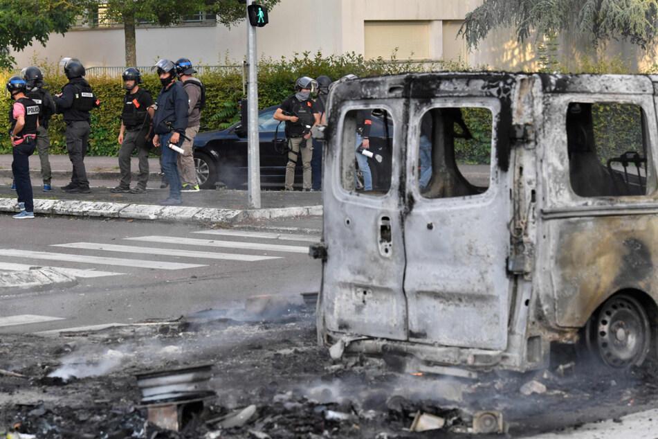 """Krawalle mit """"Sturmgewehren und Kriegswaffen"""" in Frankreich: Erste Festnahmen"""