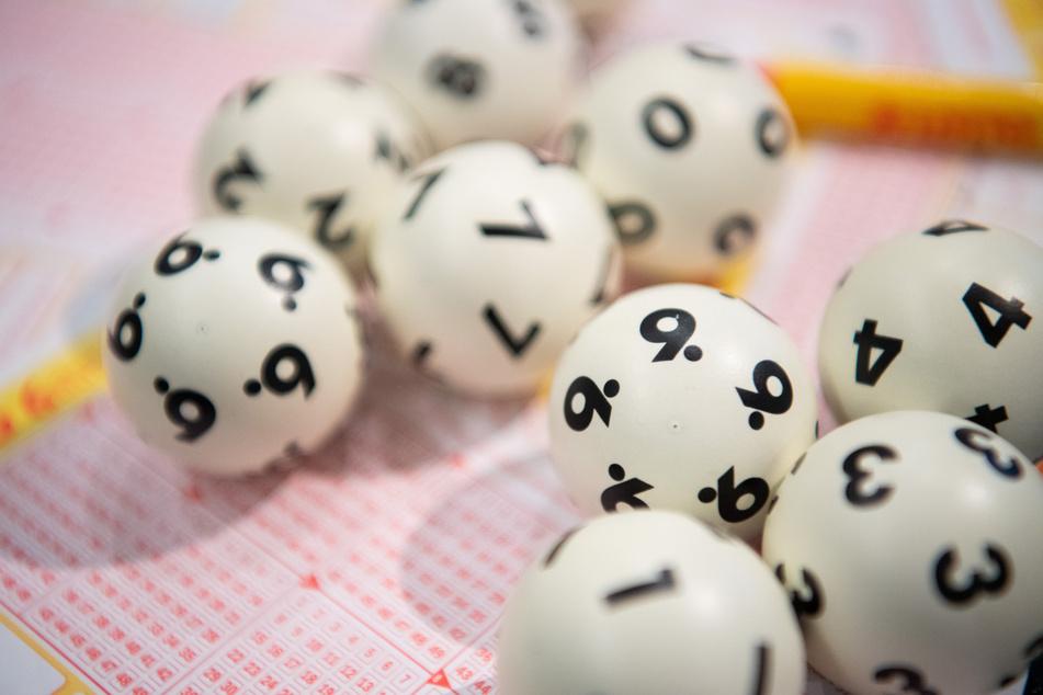 Der Einzige mit sechs Richtigen! Lotto-Glückspilz sahnt über drei Millionen Euro ab