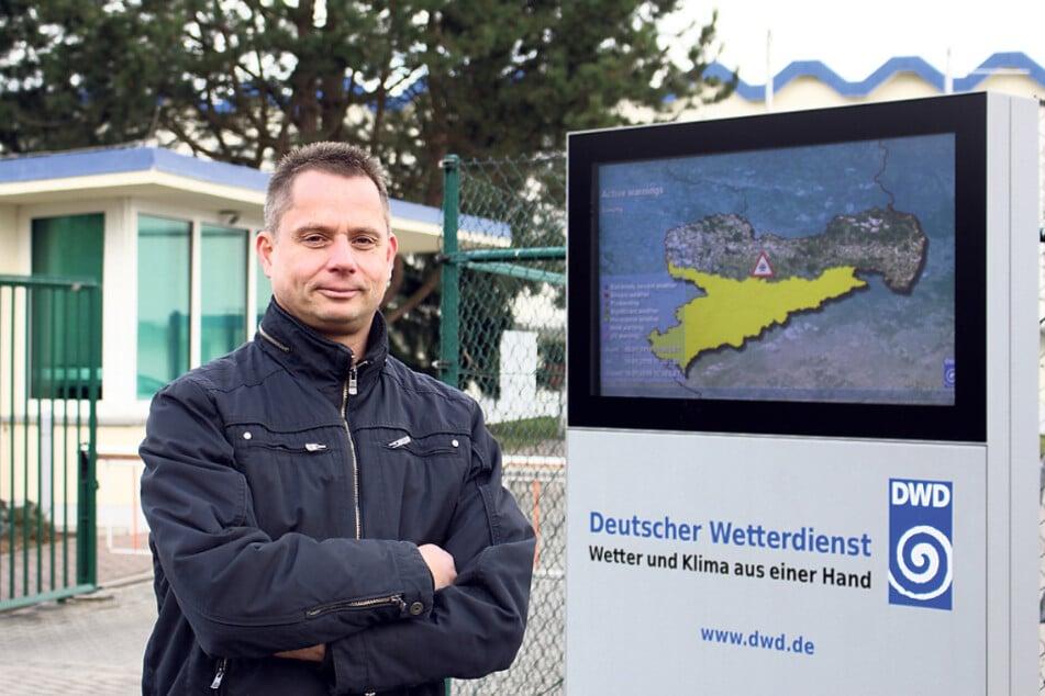 Für das Ende der Woche besteht Hoffnung auf besseres Badewetter: Meteorologe Thomas Hain (52).