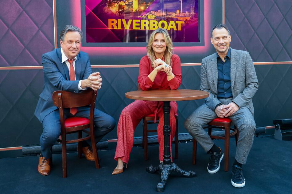 Das Riverboat legt am Freitagabend zum ersten Mal von Berlin und mit Sebastian Fitzek (50, re.), dafür aber ohne Jörg Kachelmann (63) ab.