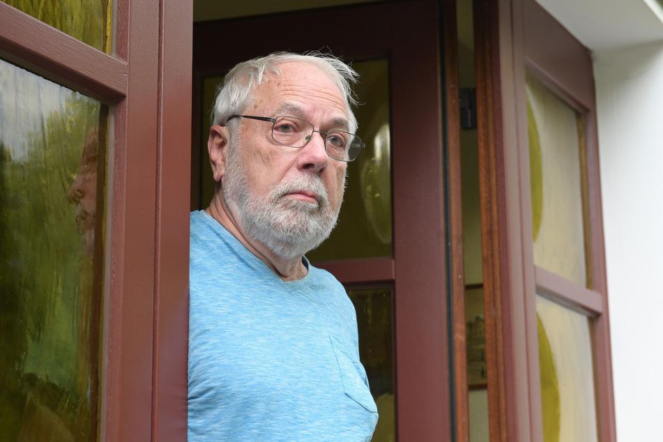 Anwohner Werner Thost (77) macht sich Sorgen um die Sicherheit im Bayernring.