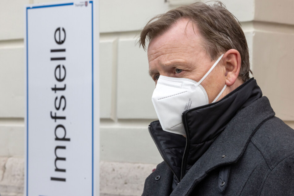 Thüringens Ministerpräsident Bodo Ramelow (64, Linke) beteiligt sich am Impfgipfel.