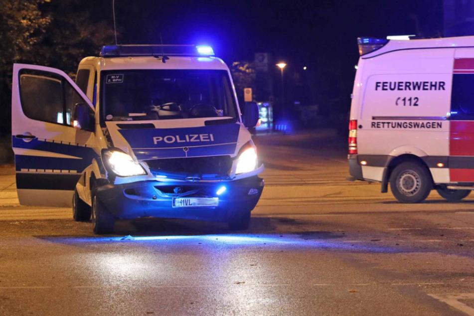 Zwei Verletzte nach schwerem Unfall mit Polizeiwagen
