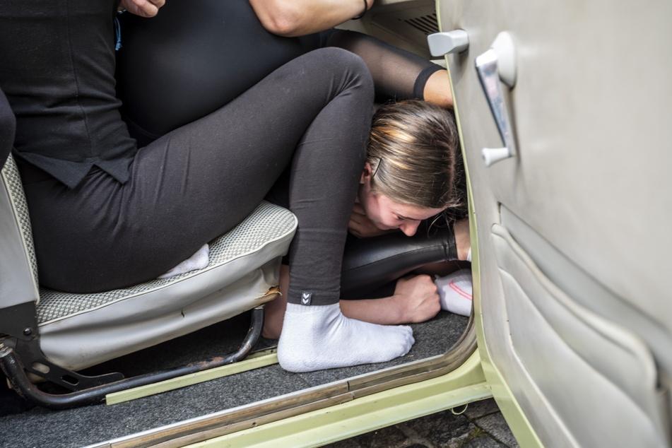 Jeder Freiraum im Auto wurde genutzt.