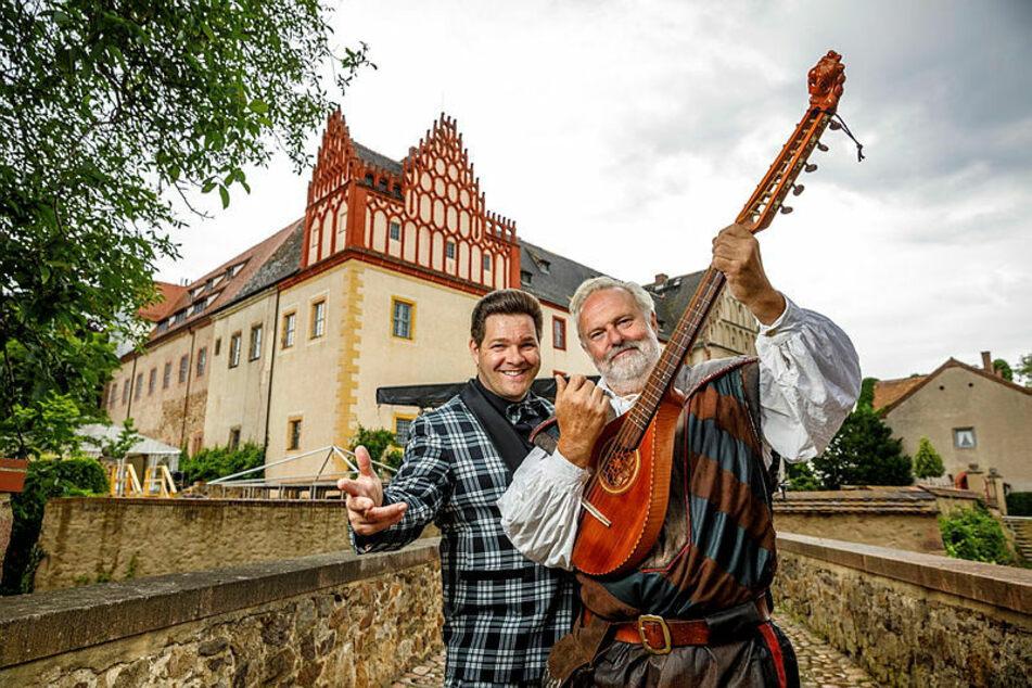 Rock'n'Roller Konrad Schöpe (45, l.) freut sich mit Schlossherr Jochen Rockstroh (60) auf das Festival.