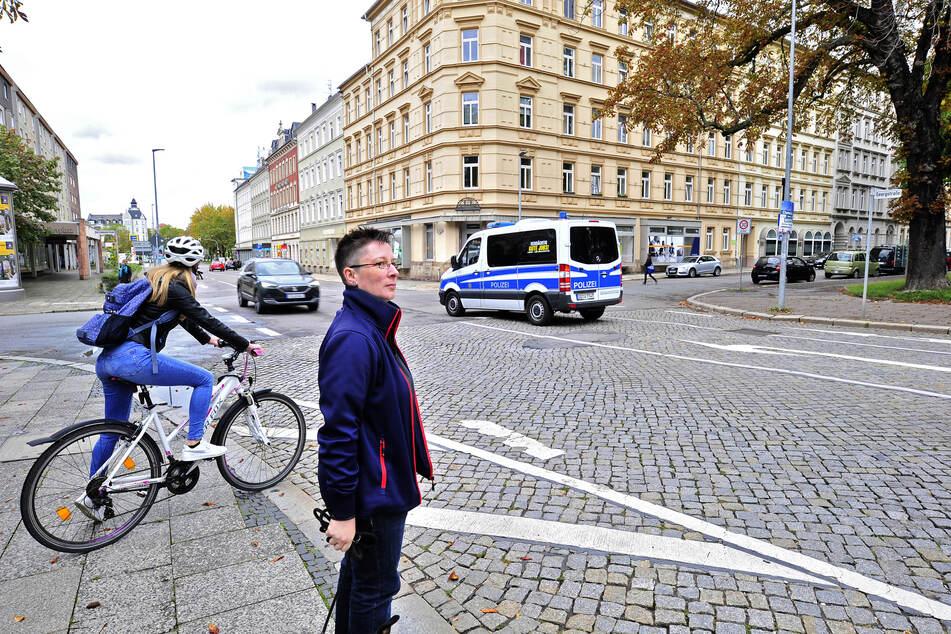 Breit und unübersichtlich: SPD-Stadträtin Jacqueline Drechsler (44) fordert eine Entschärfung der Georgstraße für Fußgänger.