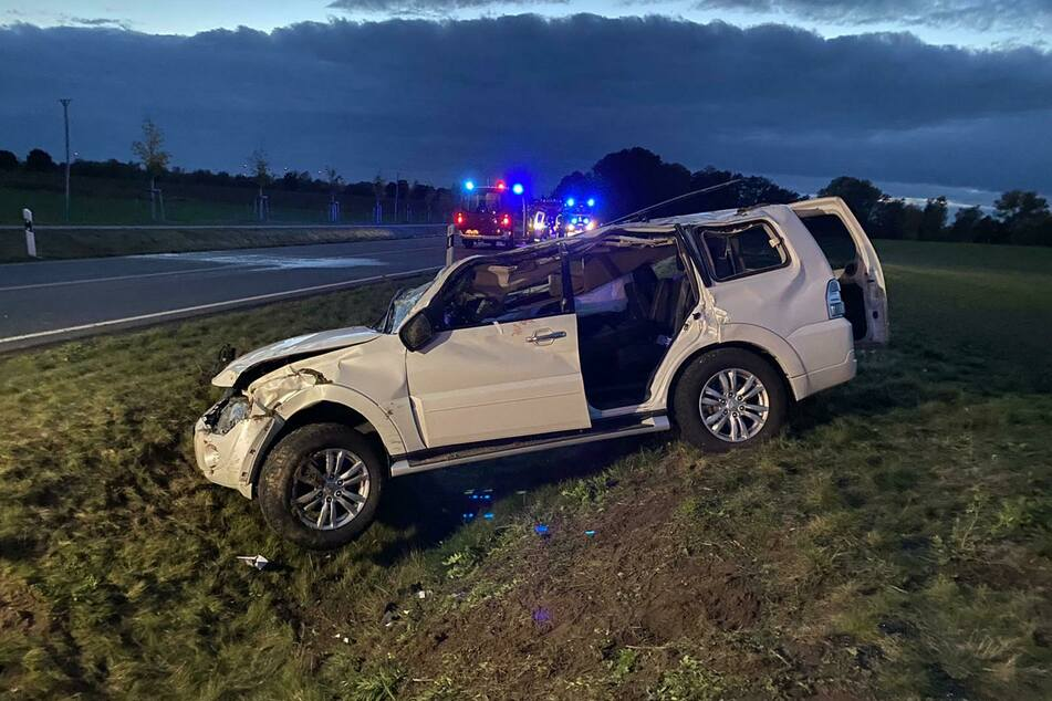 Eine Frau ist aus ungeklärter Ursache im brandenburgischen Landkreis Ostprignitz-Ruppin von der Fahrbahn abgekommen.
