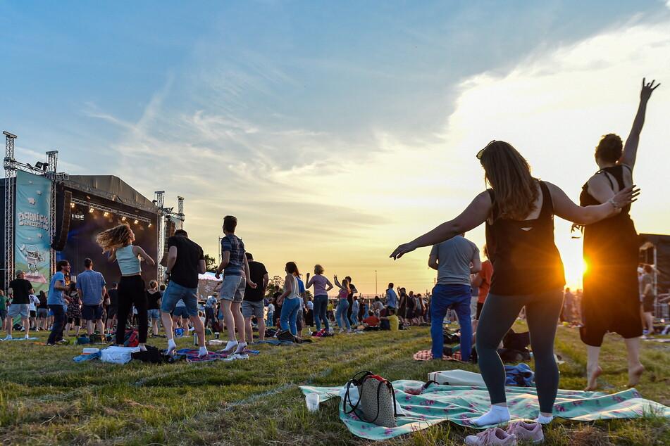 Ein Hauch Festival-Feeling: Tausend Gäste feierten im Sonnenuntergang.