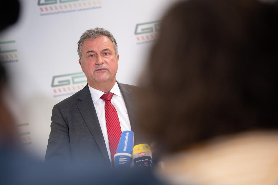 Der Vorsitzende der Gewerkschaft Deutscher Lokomotivführer (GDL), Claus Weselsky, informierte am Montag über die dritte Streikwelle.