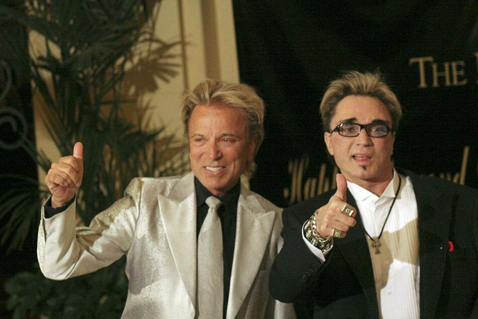 Siegfried Fischbacher (l.) and Roy Horn at Elizabeth Taylor's 75th birthday party in Las Vegas in 2007 (archive image).