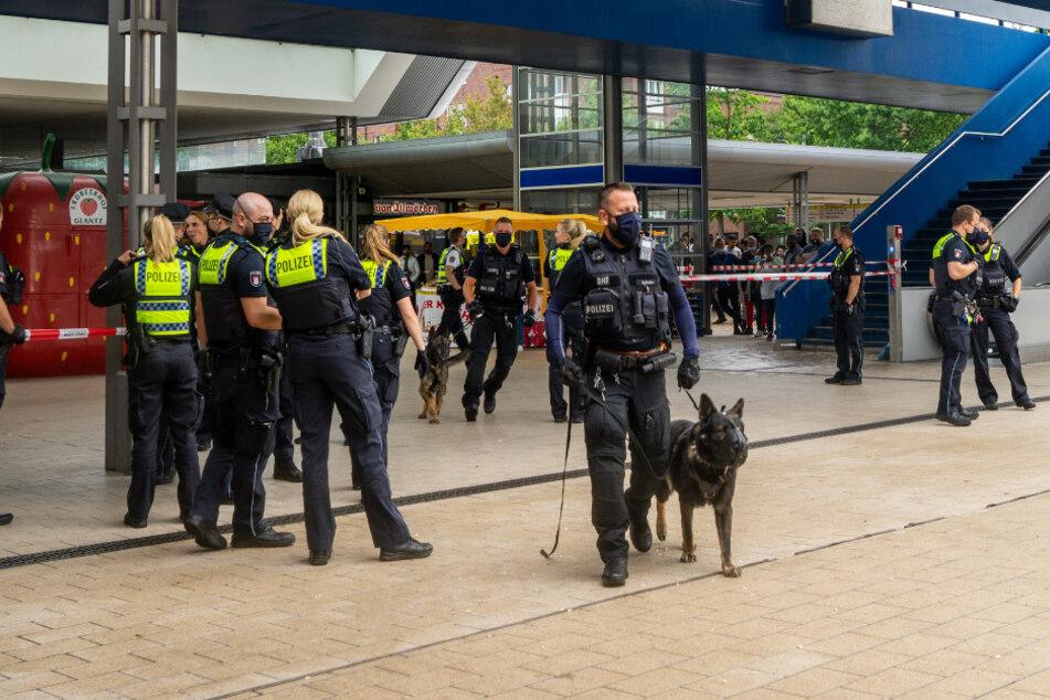 Blutiger Streit: Großeinsatz der Polizei am Hamburger Busbahnhof