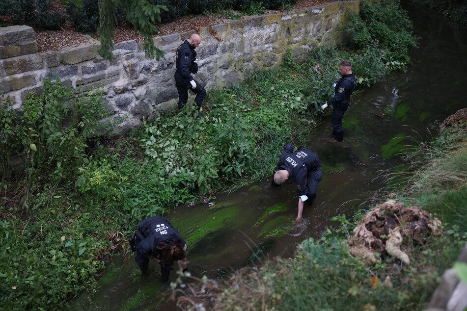 Auch in der Röder suchte die Polizei nach der möglichen Waffe.