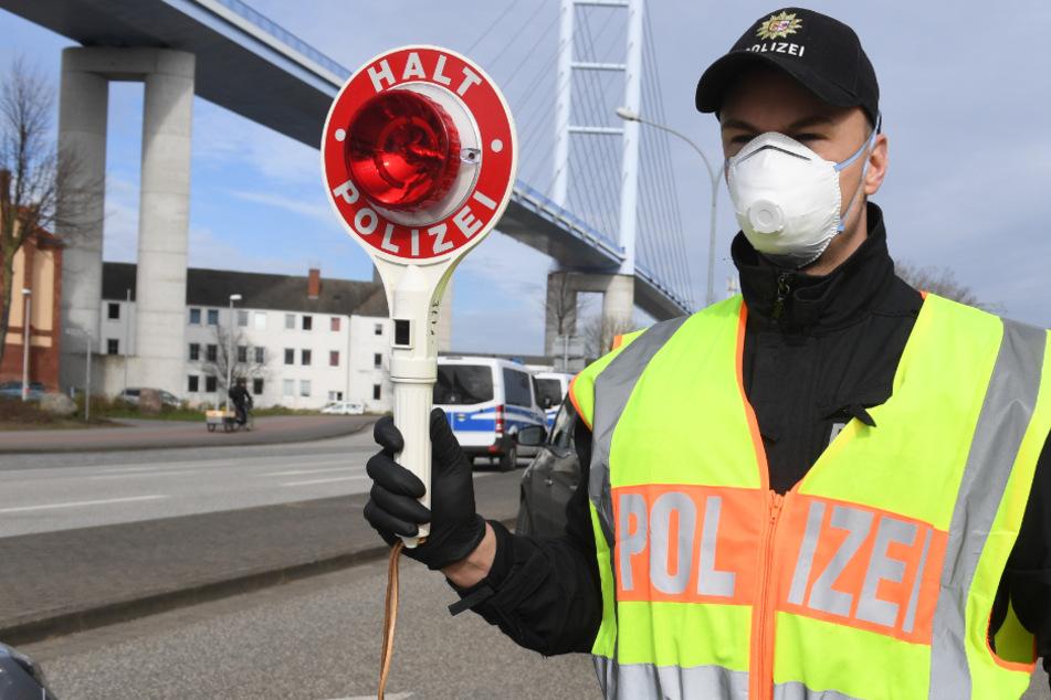 Illegales Autorennen in Köln: Frontal-Crash mit Stromkasten