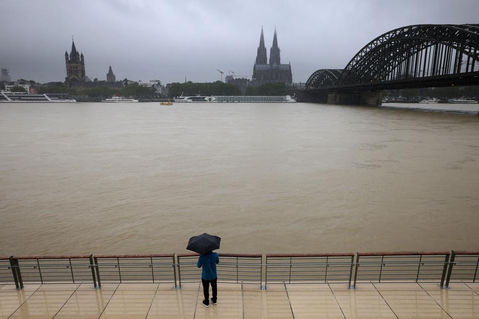 Am Mittwochmorgen war es noch möglich an der Rheinpromenade zu laufen. In den nächsten Tagen wird das nicht mehr möglich sein.