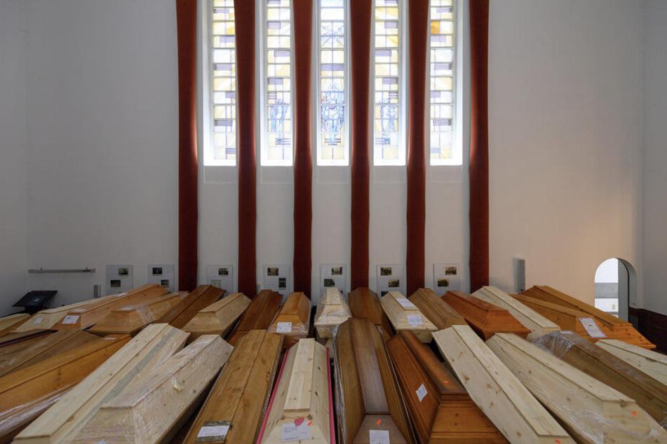 Nur wenige Wochen zuvor stauten sich die Särge in den Krematorien Sachsens. Nun hat sich die Lage entspannt.